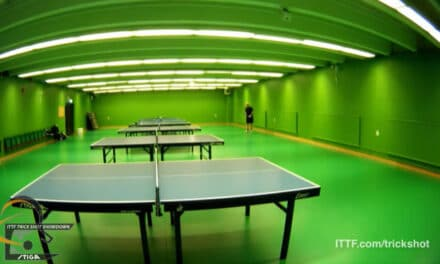 Le service le plus loin de la table de Ping Pong