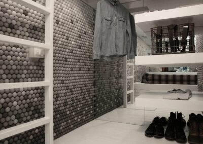 Small-Apartment-Walls-Covered-In-25000-Ping-Pong-Balls-1
