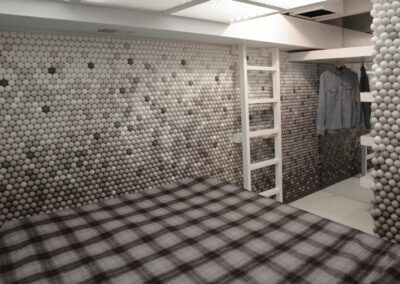 Small-Apartment-Walls-Covered-In-25000-Ping-Pong-Balls-5